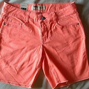 Lei Ashley low-rise shorts size 7
